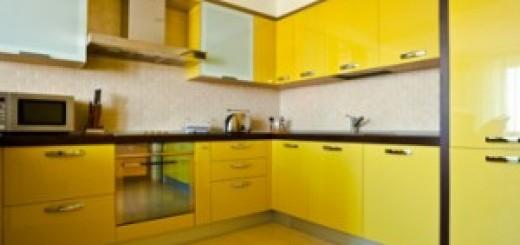 cuisine-meubles-laqués-jaune-harmonieuse-300x227